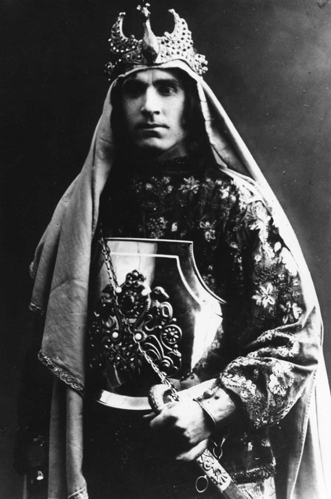 С.Айдаров в роли Тагира из спектакля «Тагир и Зухра»